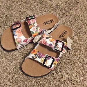 mudd floral sandals Shop Clothing